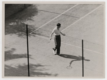 Anthony Eden spielt Tennis in Genf