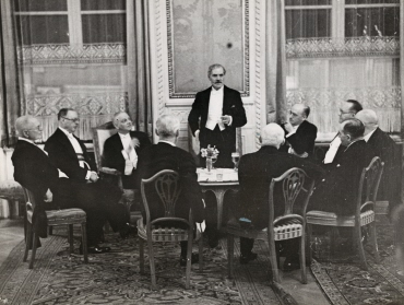 British Prime Minister Ramsay MacDonald speaks to members of the German-English Society in the Hotel Kaiserhof in Berlin
