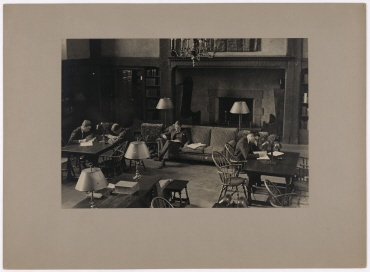 Harvard University in Cambridge, Students in the Library of the Leverett House